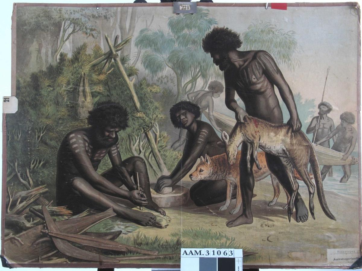 Aboriginere. Kvinne knuser korn e.l. med stein, en mann gjør opp ild, en annen mann kommer fra jakt med død kenguru. I bakgrunnen settes båt på vannet. I forgrunnen spyd og bumerang. I øvrekant av plansjen metallkrok for oppheng på tavle.
