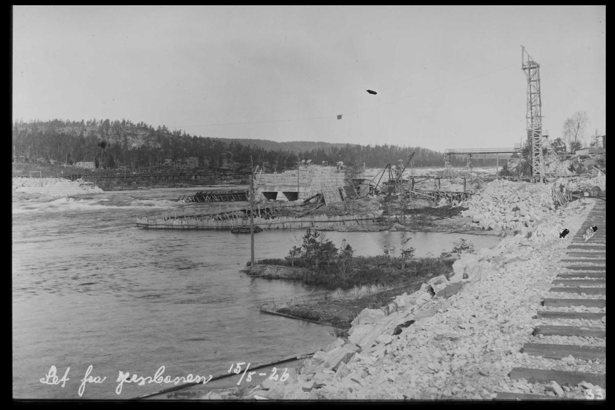 Arendal Fossekompani i begynnelsen av 1900-tallet CD merket 0468, Bilde: 14 Sted: Flaten Beskrivelse: Oversikt fra jernbanen. Dam, kraftstasjonsbygning og taubanemast