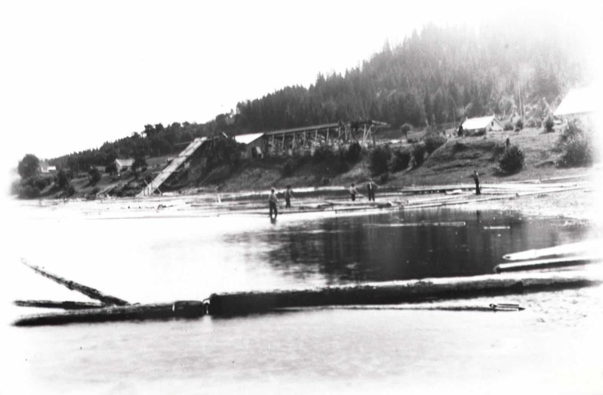 Lillesand - Flaksvandbanen: Tømmerfløting i Flaksvann