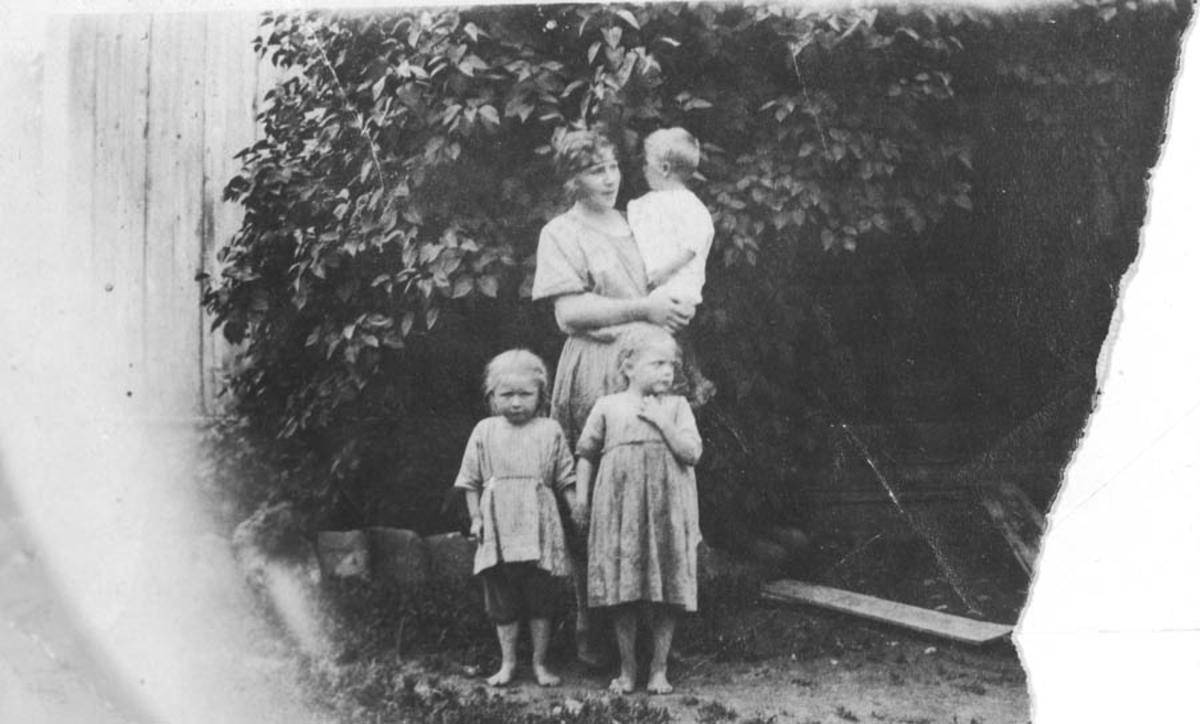 Gudrun Finstad, kusine til barna Hans, Ella og Gudbjørg