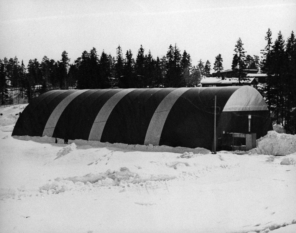 Plasthallen ved Løkenåsen skole, brukt til inne-idrett.