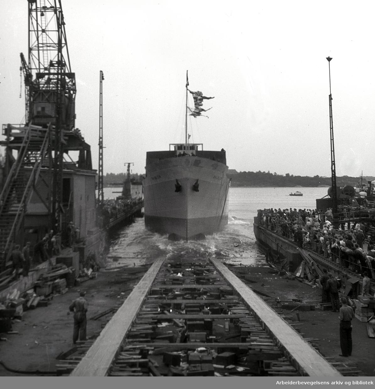 "Akers Mekaniske Verksted - stabelavløping ""Balblom"",.juli 1948."