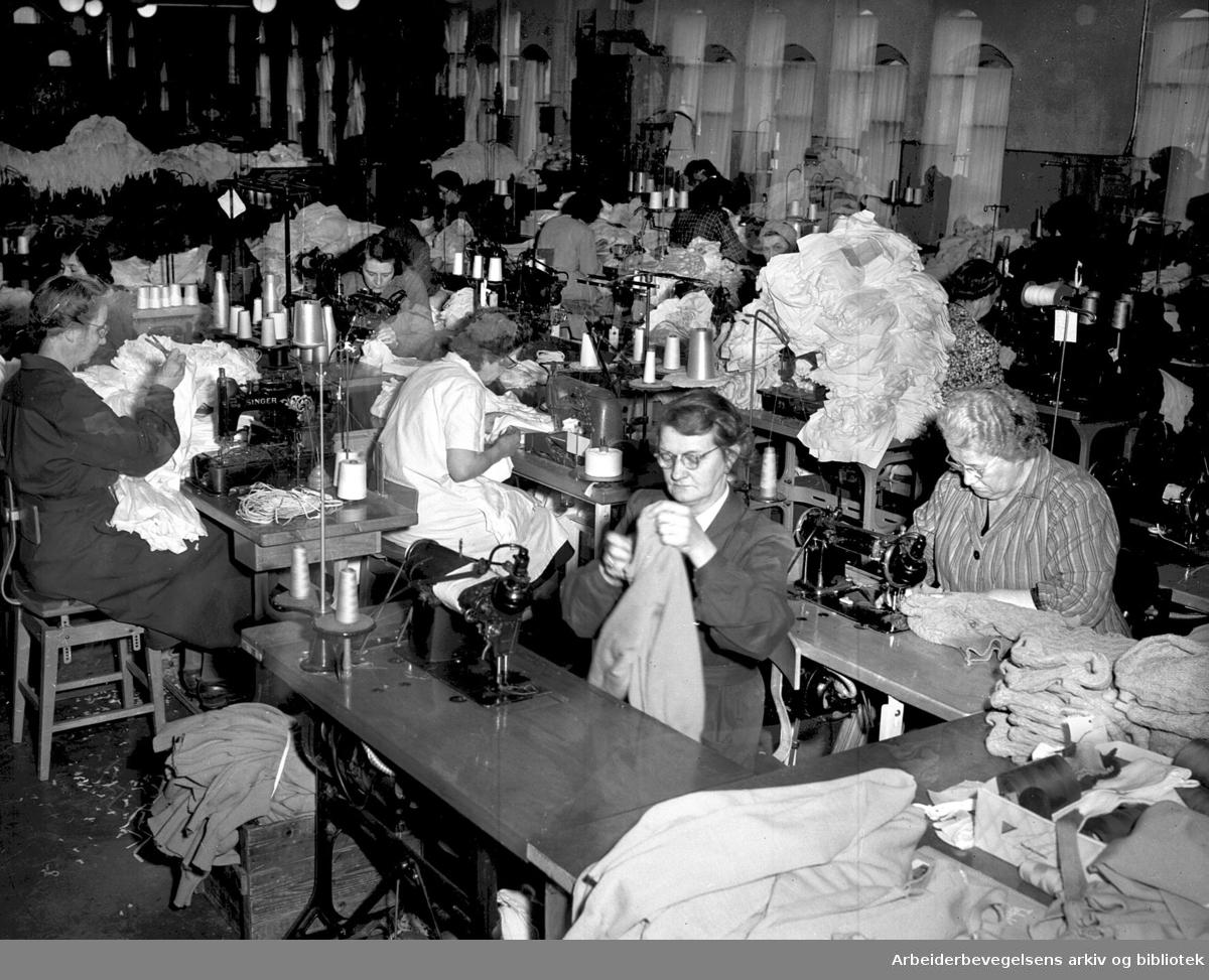 Nylonstrømpefabrikasjon ved Lasør- .Lauritzen og Sørensen Tricotagefabriker,.mai 1951