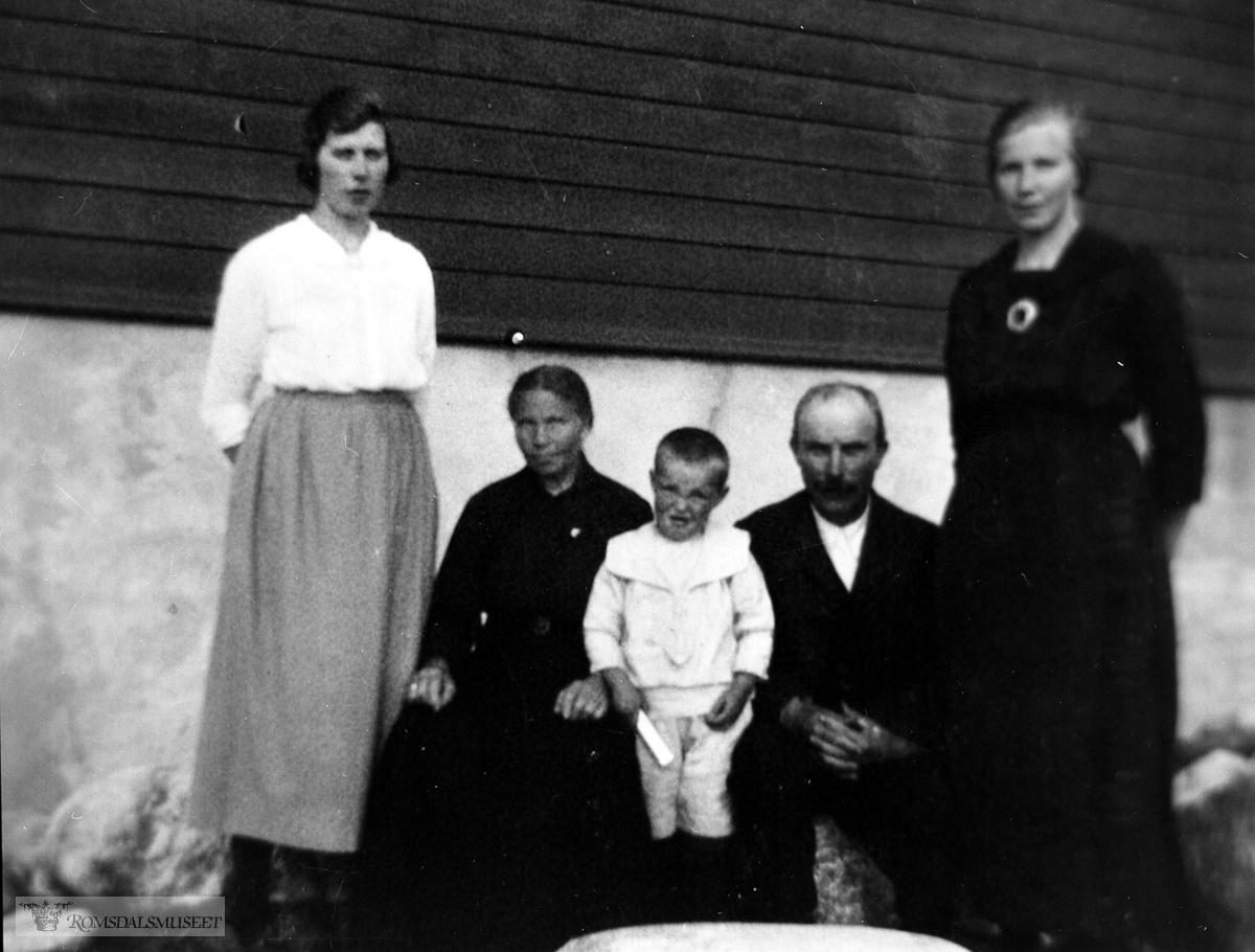 Familie i Hjertvika. 1921
