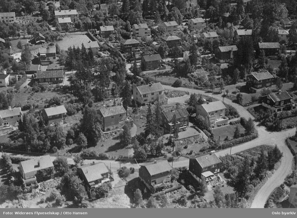 Melumveien, Finnhaugveien, Vækerøveien. (Flyfoto)