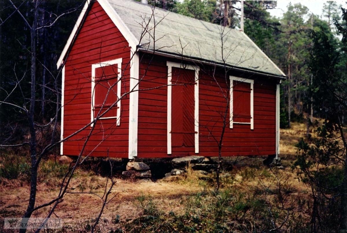 Nr 14. Mai Mette Groven sin hytte. Alfred Groven (fotograf) bygde hytta i 1910-11. Så overtok datteren Nancy eierskapet. Nå (2005) er det datteren til Nancy som eier den. Hun heter Mai Mette Groven. Kilde: Marig Wiig Røsberg.