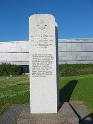 Monument over omkomne engelske flyvere utenfor Luftforsvarsm