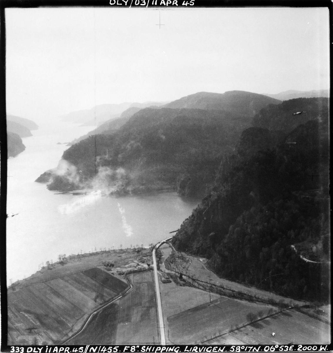455 skvadronen angriper fiendtlig skip i en norsk fjord, 11. april 1945.