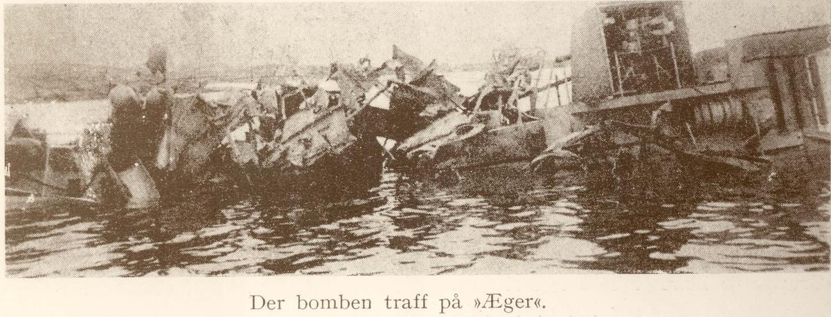Motiv: Jageren ÆGER etter bombingen 9 apr 1940. Midtskipet