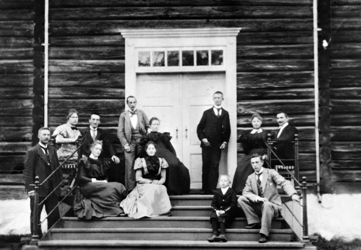 GRUPPE: 12, FAMILIE, GJESTER, TRAPP, SANDE GÅRD, ILSENG.