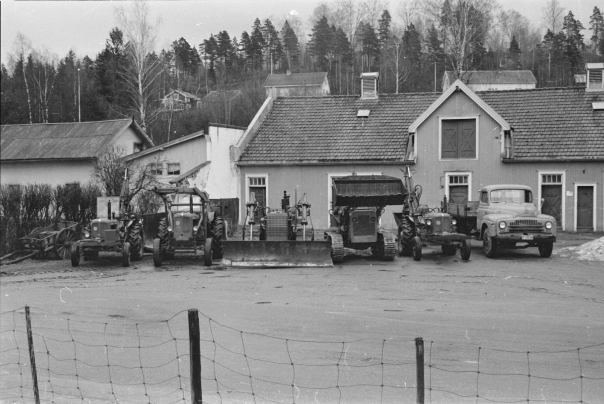 Bulldozere ved Nybakk, Leiret