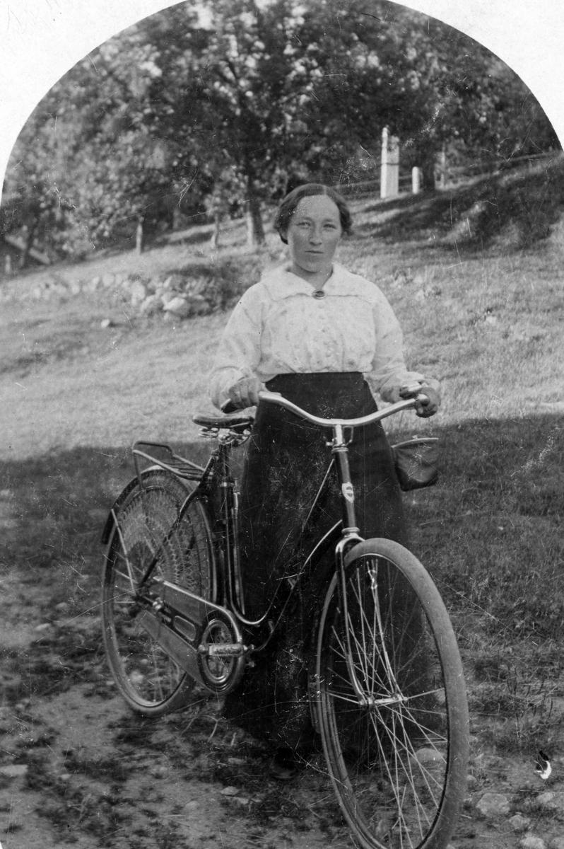 Jenny med sykkel