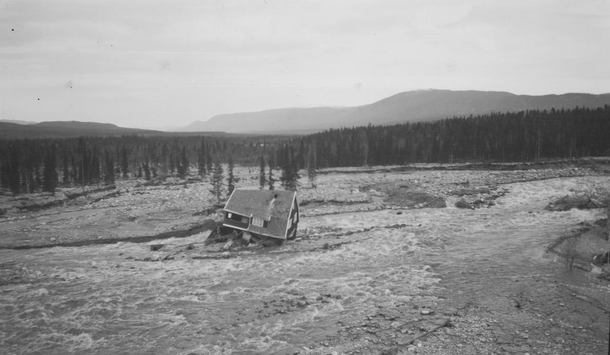 Søndre Osa ved Osfallet kraftstasjon etter ødeleggelsene under vårflommen 1916