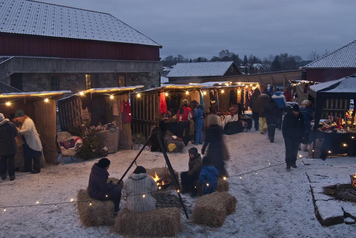 Julemesse i Borggården på Hedmarksmuseet, Domkirkeodden, 09. 12. 2012.