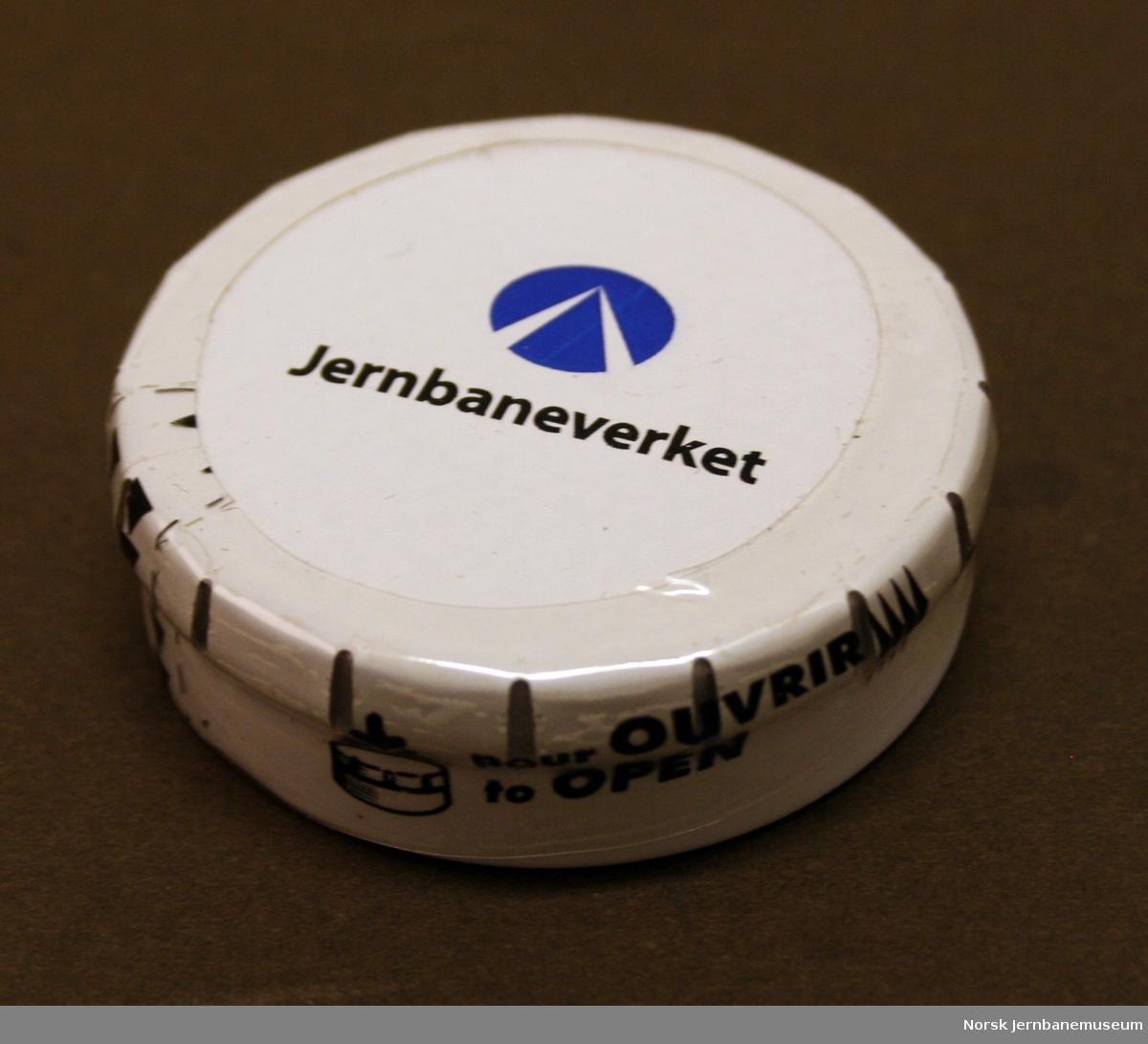 "Rund pastilleske med logo og ""Jernbaneverket"" på lokket"