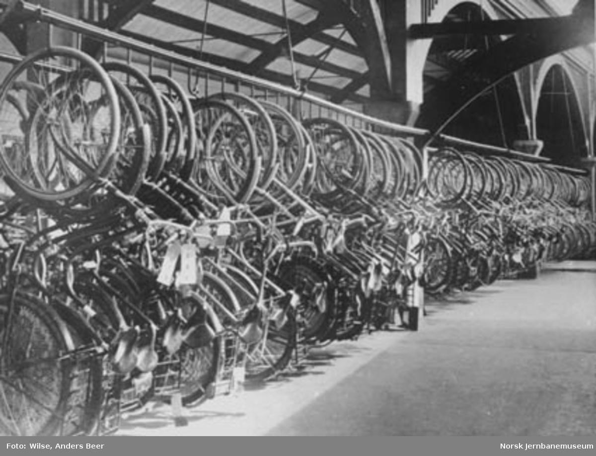 Opphengte sykler på reisegodsen på Oslo Ø