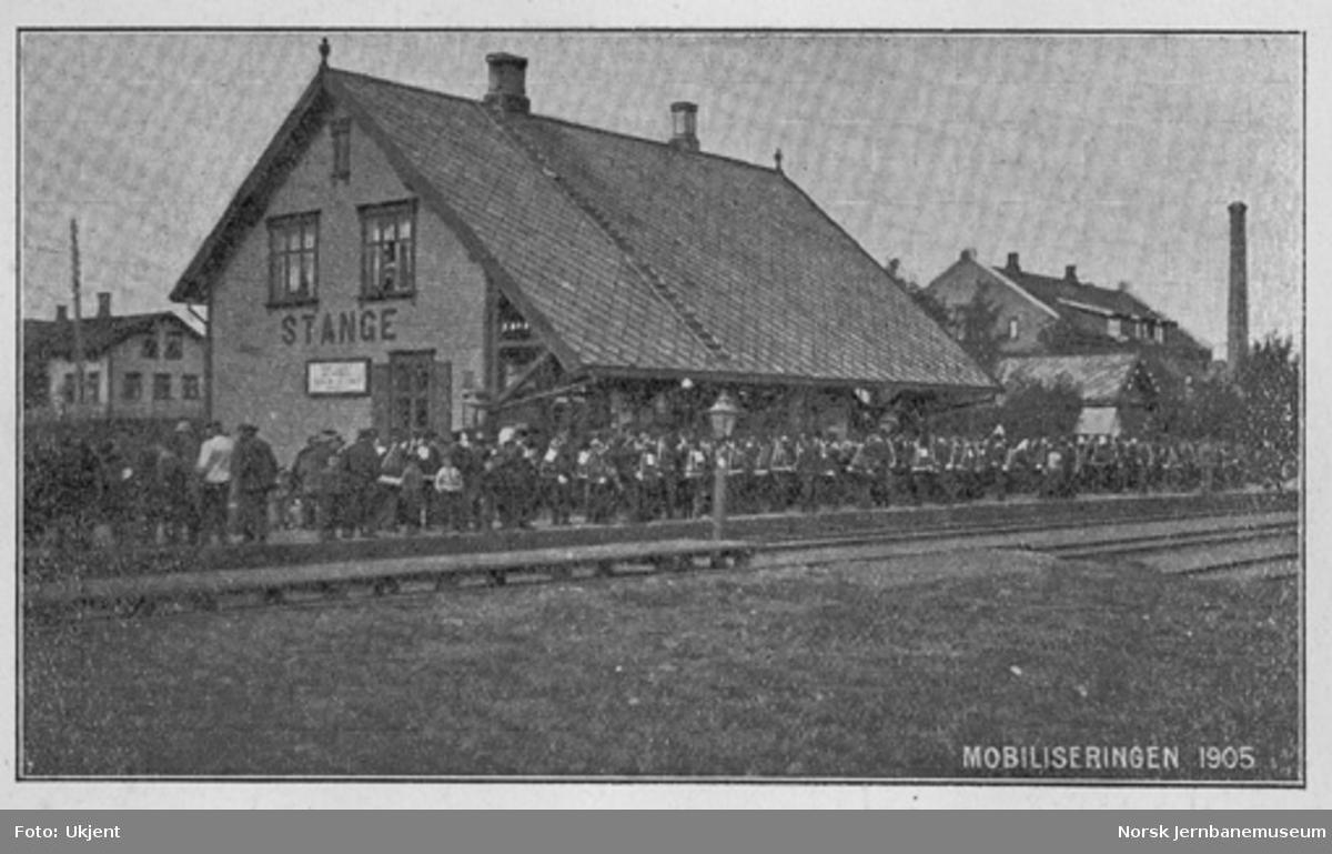 Stange stasjon med militære på plattformen ved mobiliseringen i 1905
