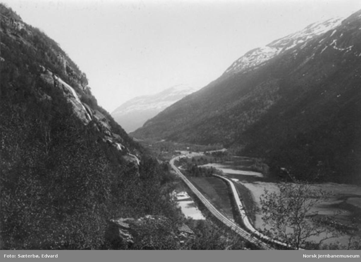 Raumabanen ved Foss bru; oversiktsbilde