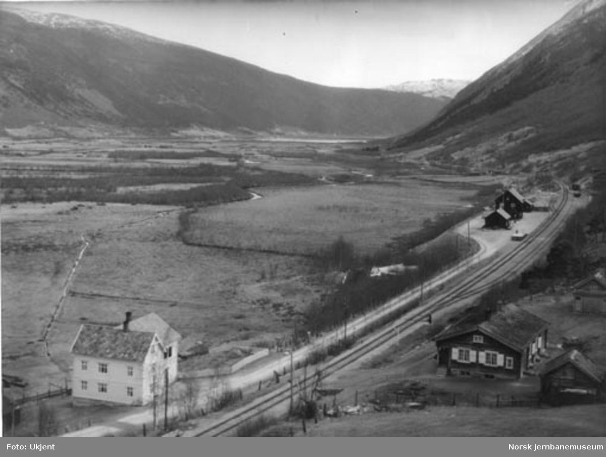 Utsikt over Sel stasjon og Selsmyrene