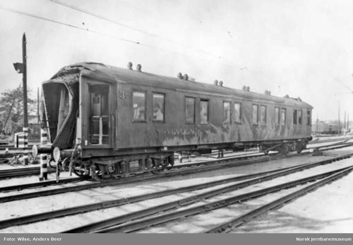 Skadet sovevogn litra Co1a nr. 890 på Oslo V; trolig etter avsporingen ved Eggevåg 5. november 1946