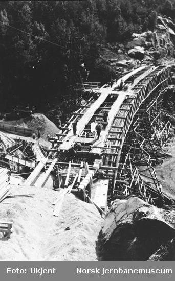 Hunsdalen viadukt : støping av brubane