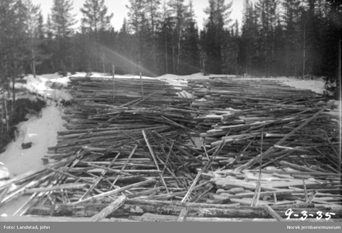 Tømmervelter ved Sorknes bru i Hovda elv