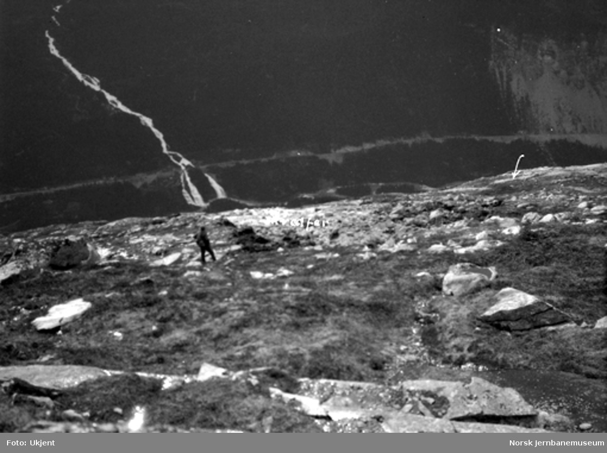 Jordskred ved Verma 9.6.1926 : skredets begynnelse sett fra bergknatten ovenfor