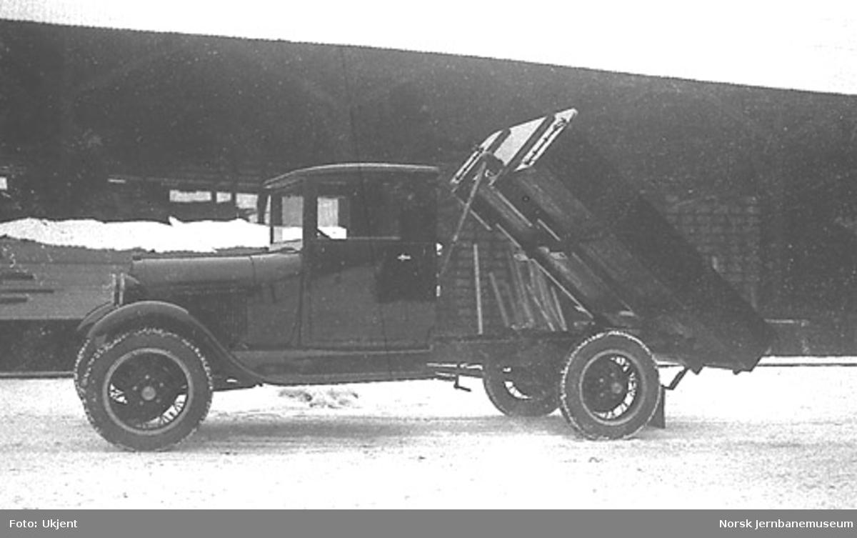 Ford AA lastebil med tipp til ukjent kunde