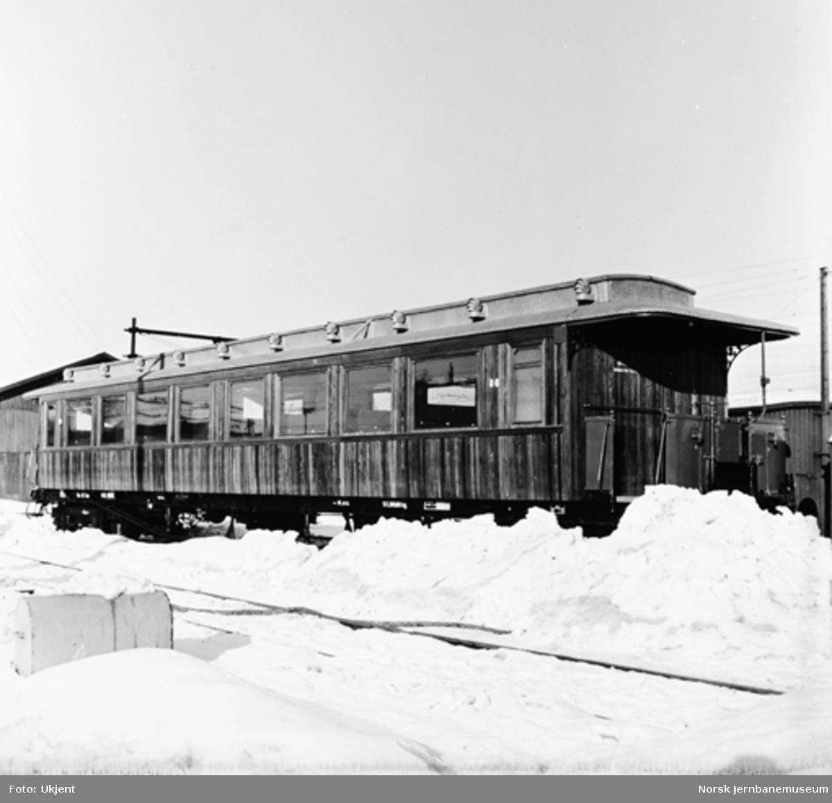 Personvogn litra Bo3b nr. 86 - siste trevogn hovedrevidert ved verkstedet i Oslogate 3