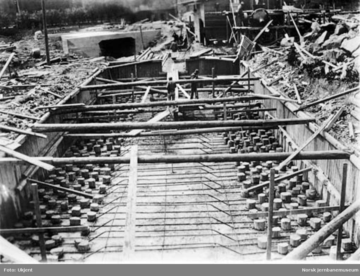 Drammenbanens omlegging : bygging av kulvert for Hoffsbekken