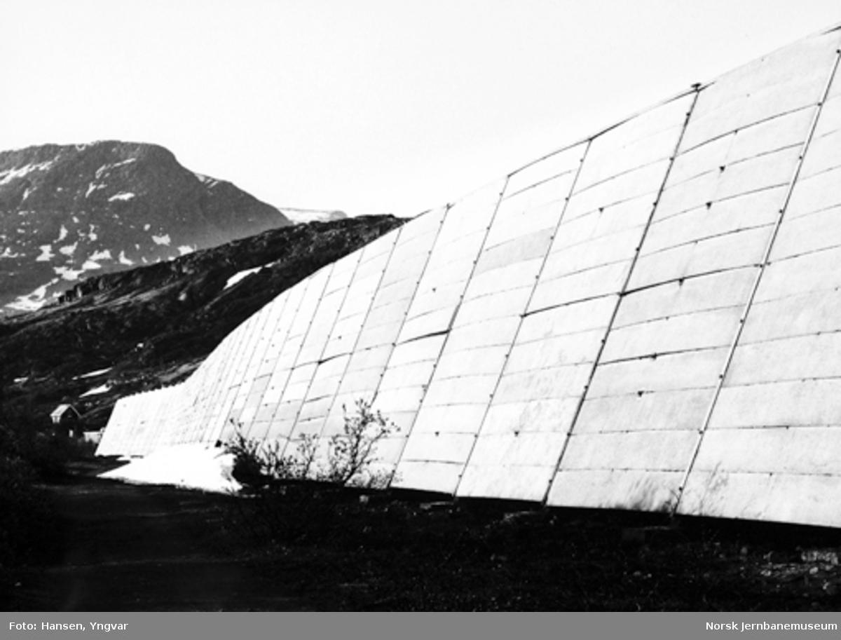 Snøoverbygg av betongelementer på svensk side