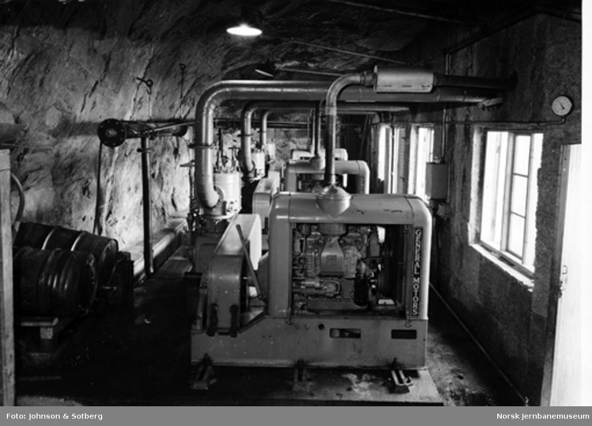 Kompressorstasjon i fjell i Storvika på Sulitjelmabanens anlegg, interiør