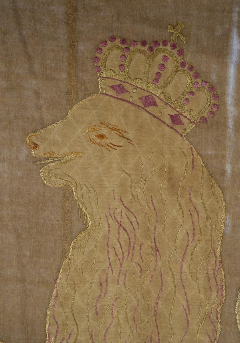 Løve med hellebard.