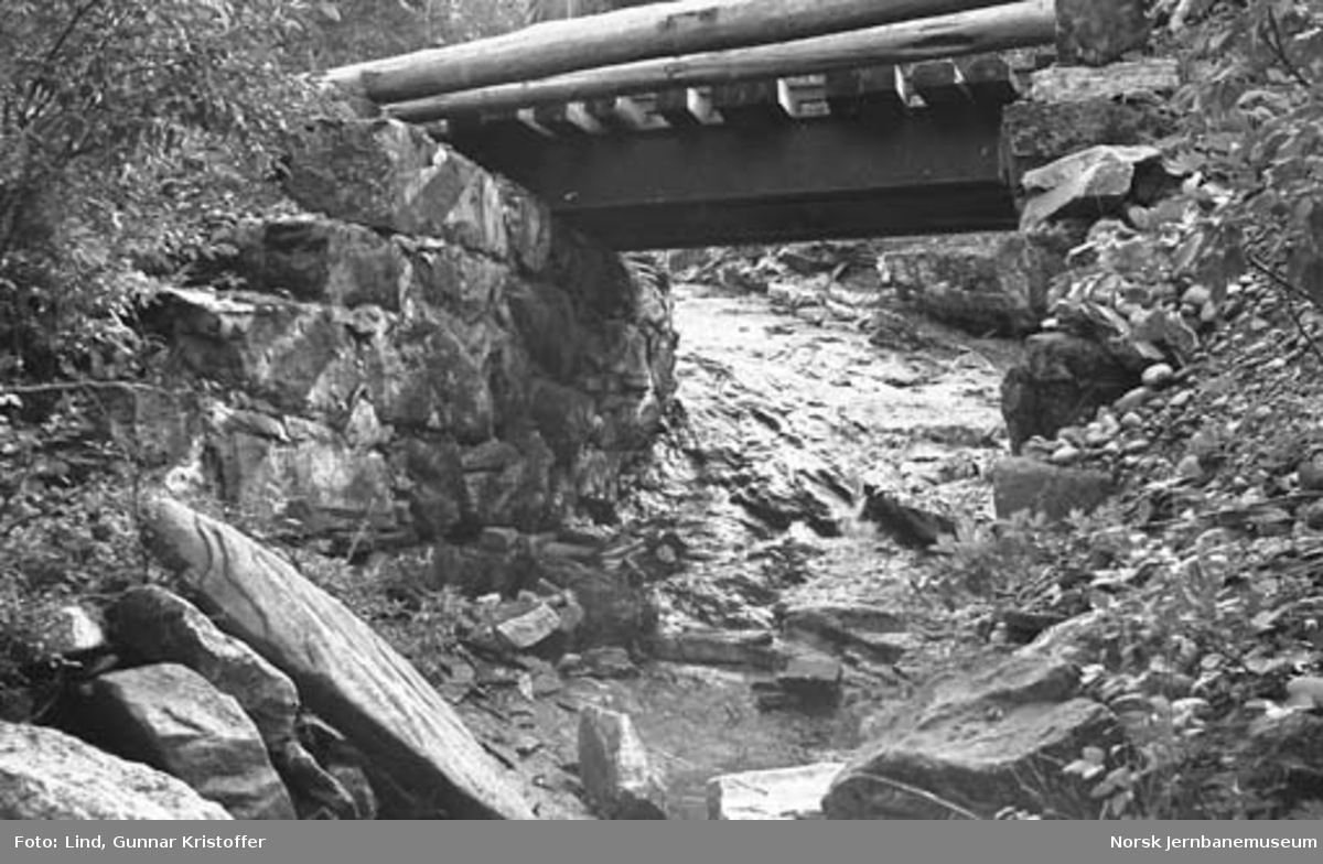 Dunderlandsbanens ombygging : kulvert Gomeabekk