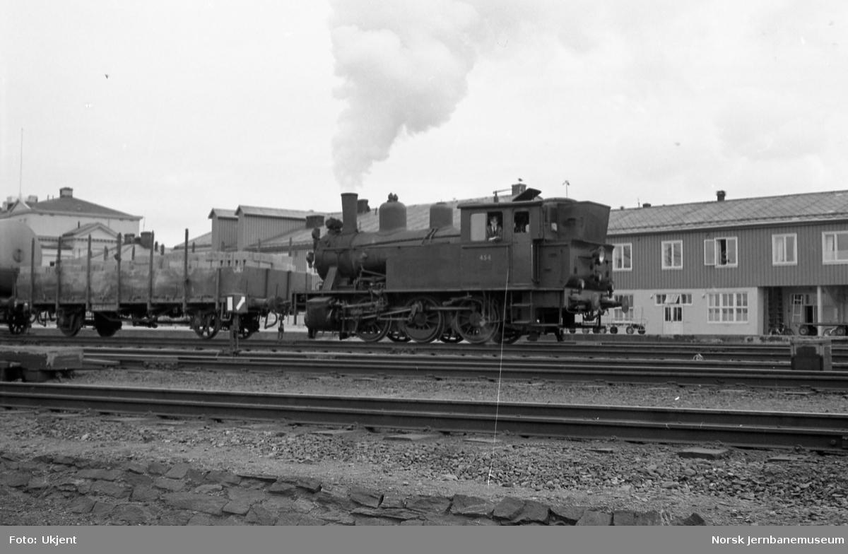 Skiftelokomotiv type 23b nr. 454 på Trondheim stasjon