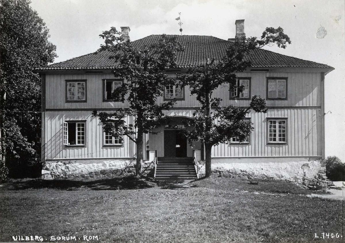 Vilberg, Sørum, Nedre Romerike, Akershus. Hovedbygningen med inngangspartiet.