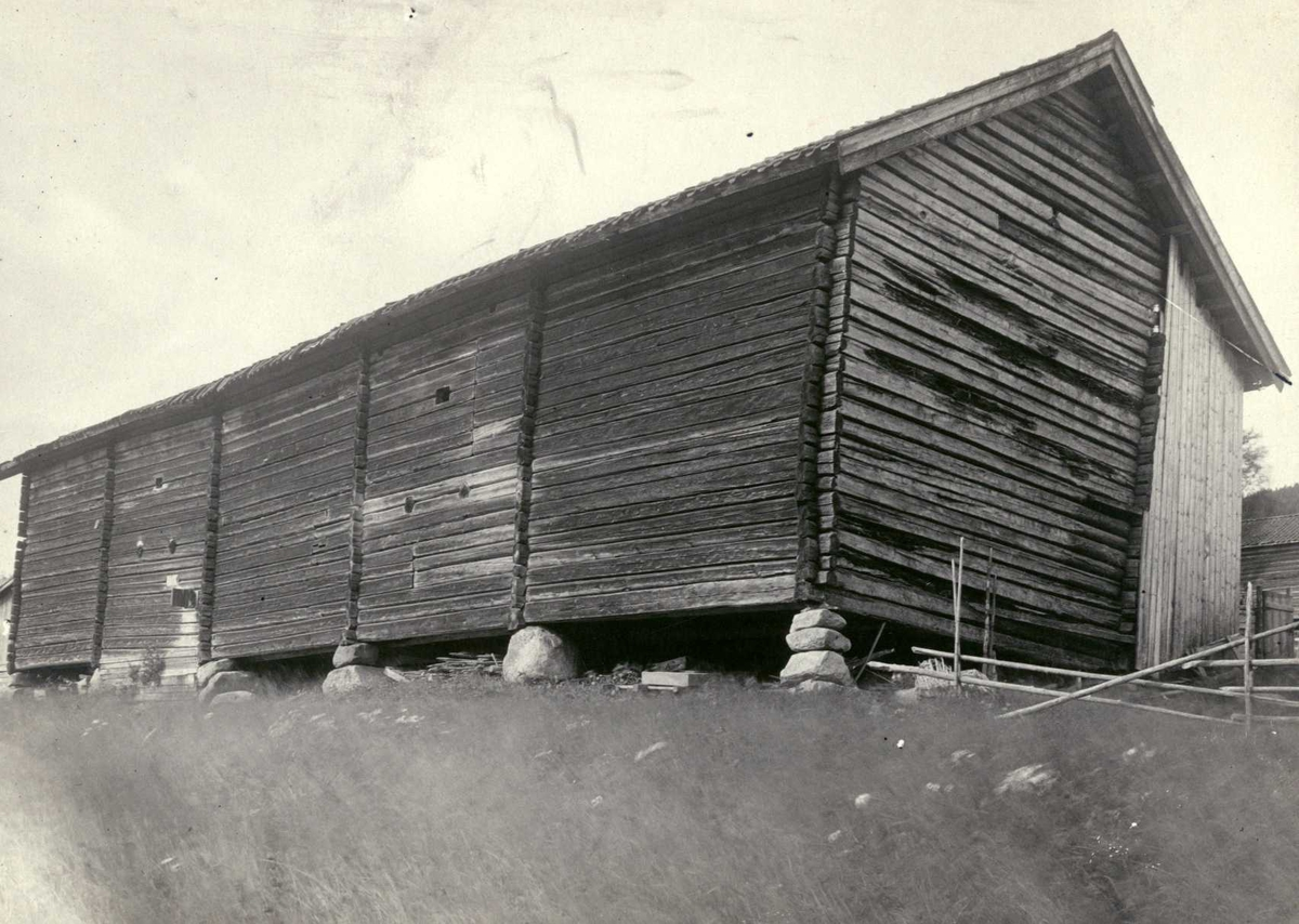 Bakli, Sør-Odal, Hedmark 1925. Løe sett fra baksiden.