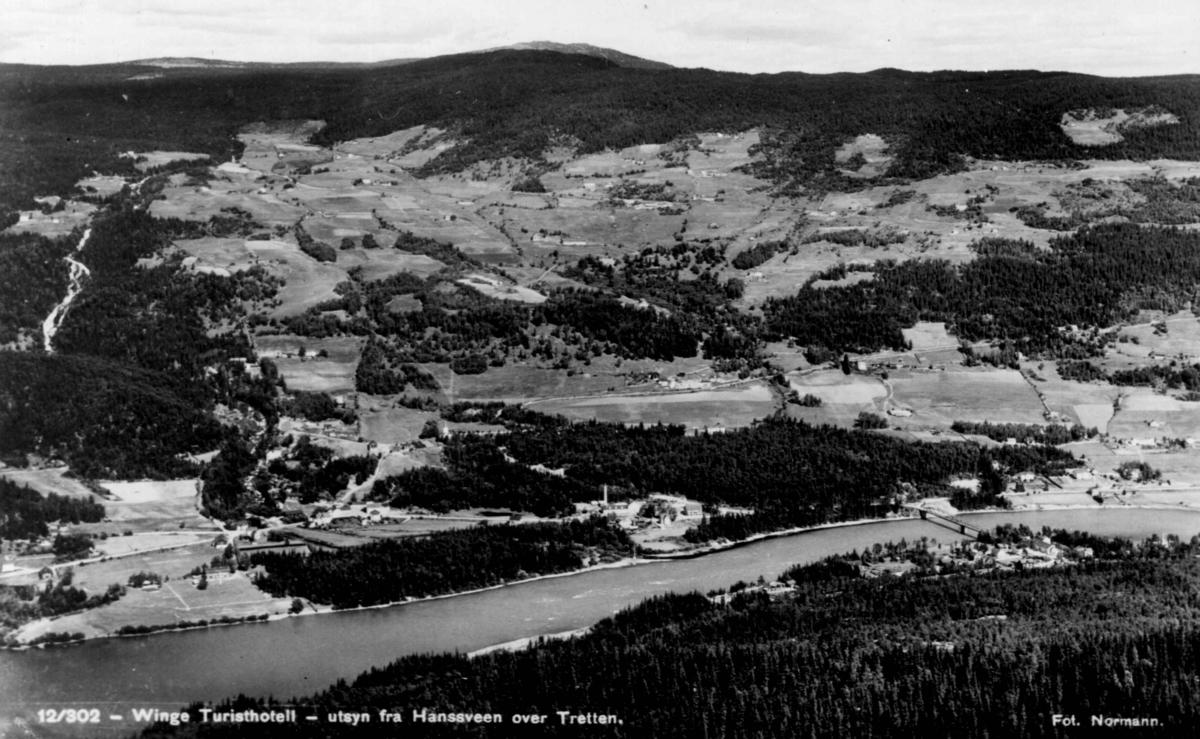 Avfotografert postkort. Utsikt fra Hanssveen over Tretten og Winge turisthotell.