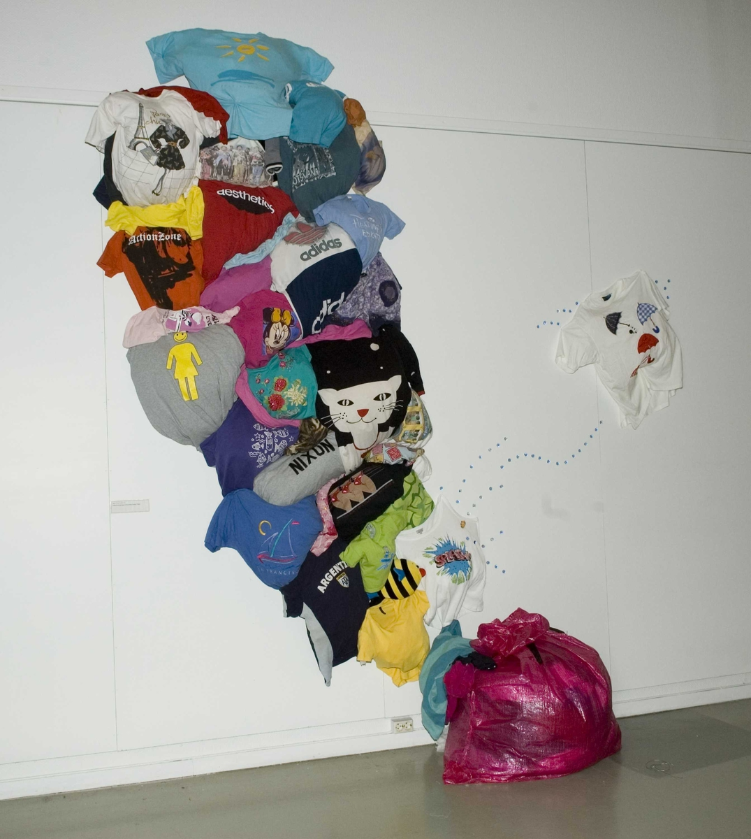"""Utstillingen """"Ingenting forsvinner"""" som åpnet 19.april 2007. Et samarbeide mellom Norsk Folkemuseum og Fretex."""