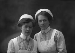 Gruppeportrett, to sykepleiere.
