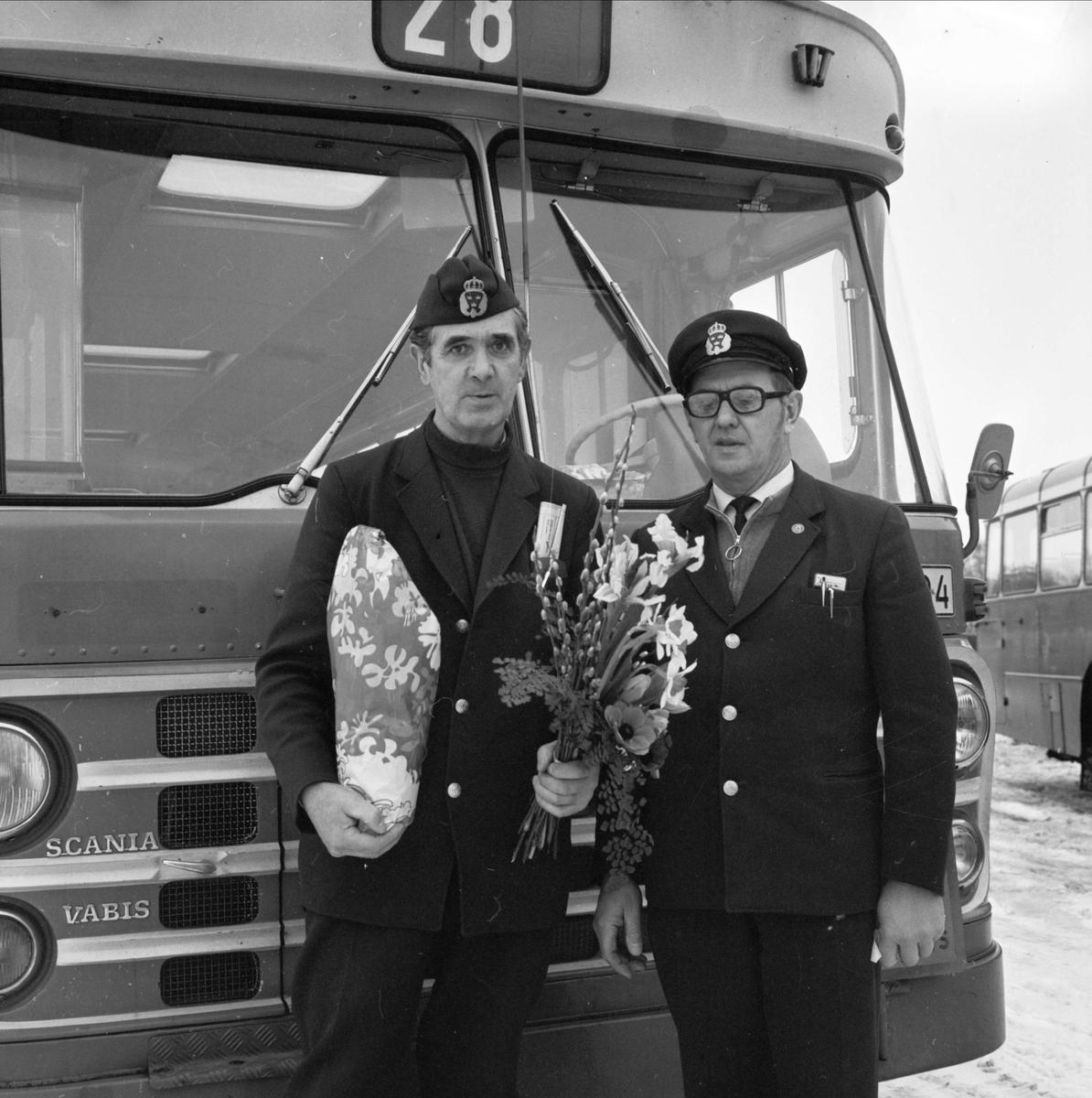 Karl Lööf, 30 år vid bussratten, Skärplinge, Österlövsta socken, Uppland februari 1973