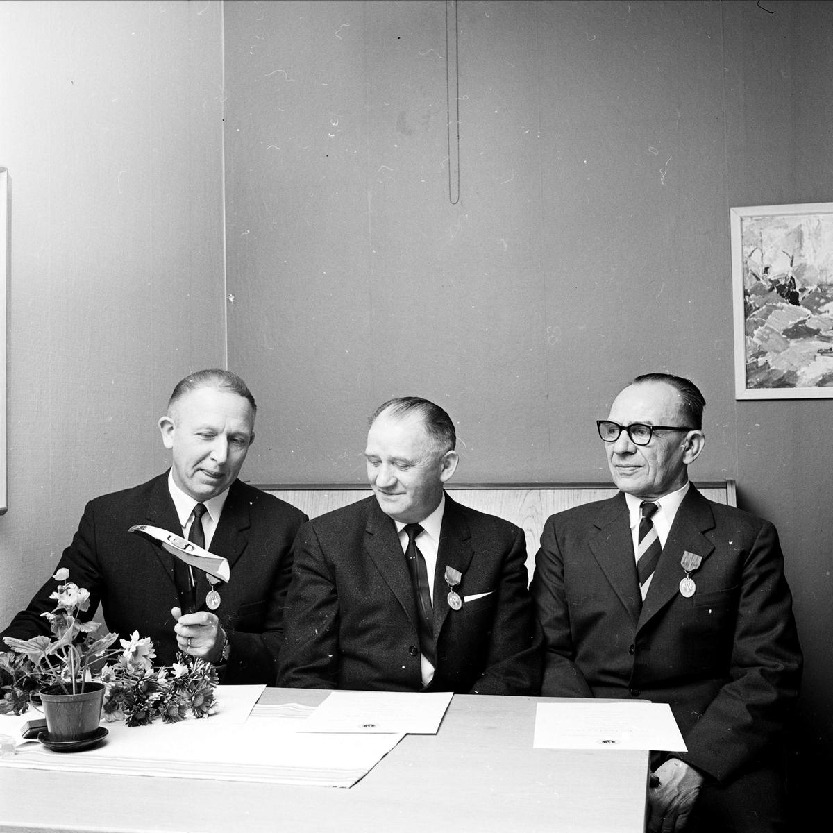 Belönade brandbefäl, sannolikt Tierp, Uppland, 1967