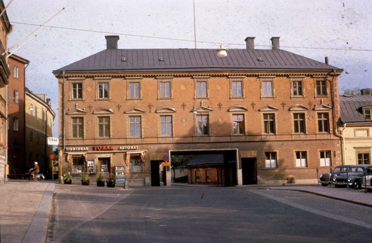 Gillbergska huset med Genomfarten, Fyristorg, Uppsala juni 1963