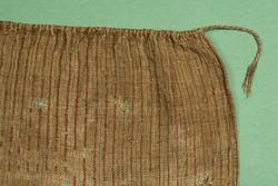 Förkläde av halvylletyg från gården Vargsättra, Riala socken