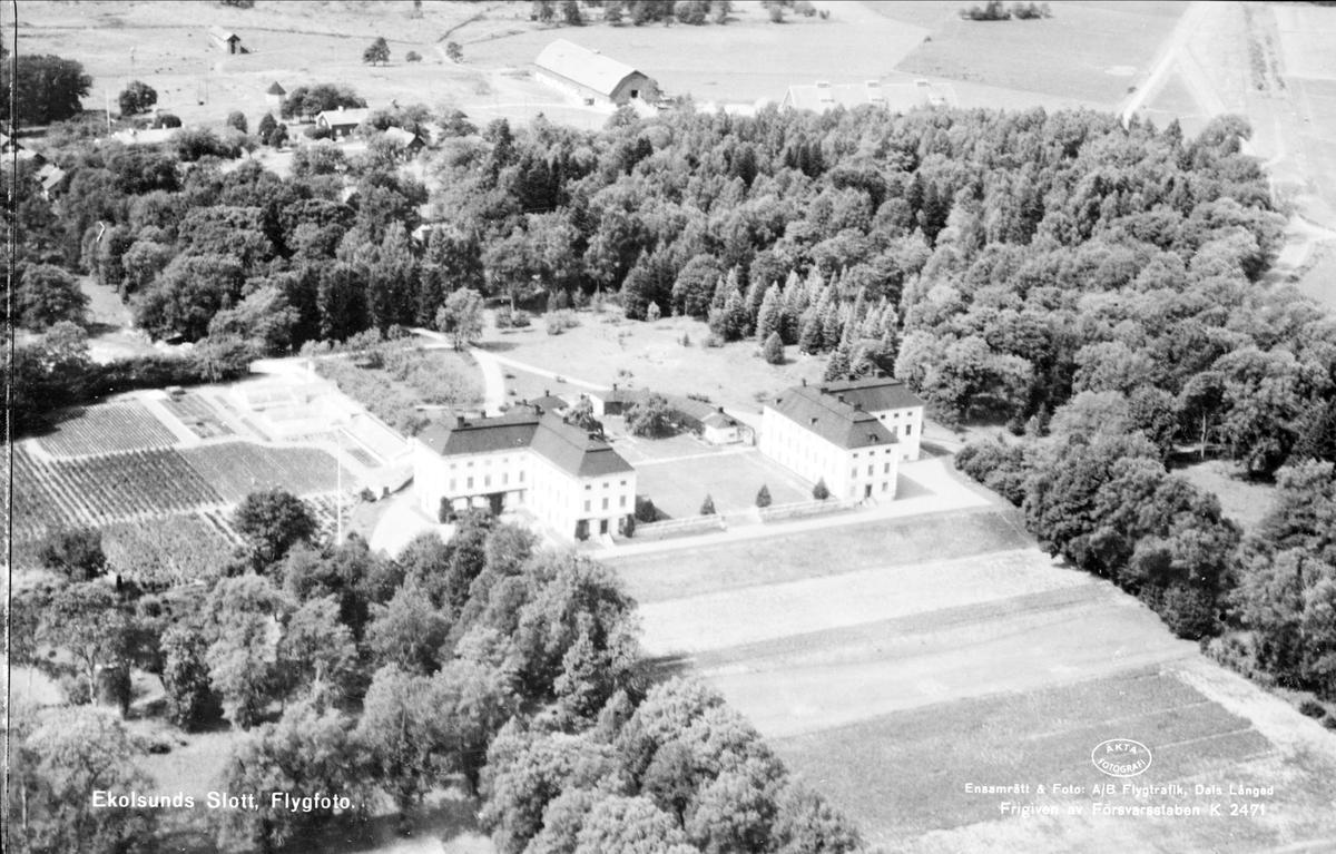 Flygfoto över Ekolsunds slott, Husby-Sjutolfts socken, Uppland  1947