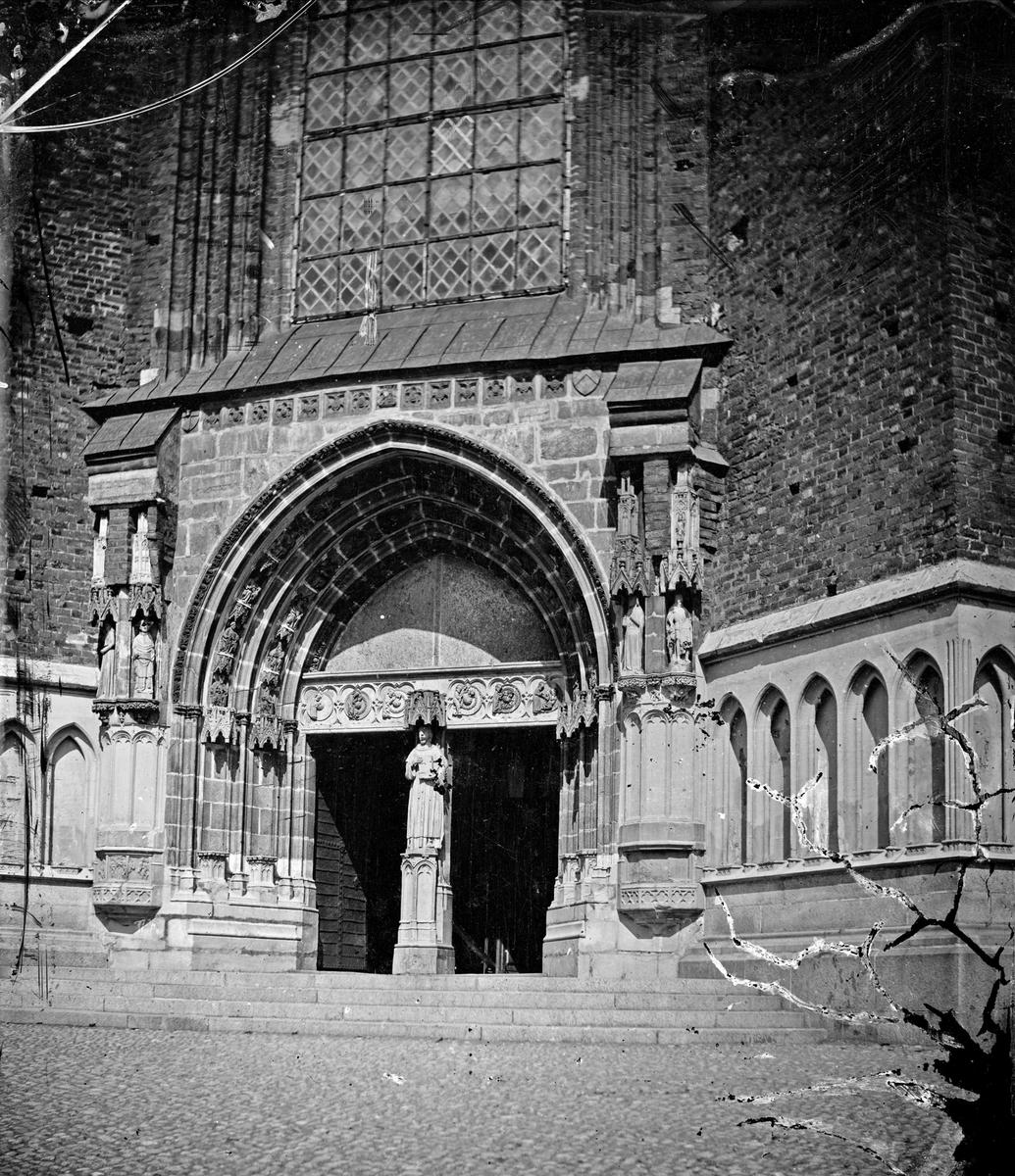 Uppsala domkyrkas södra portal, Uppsala