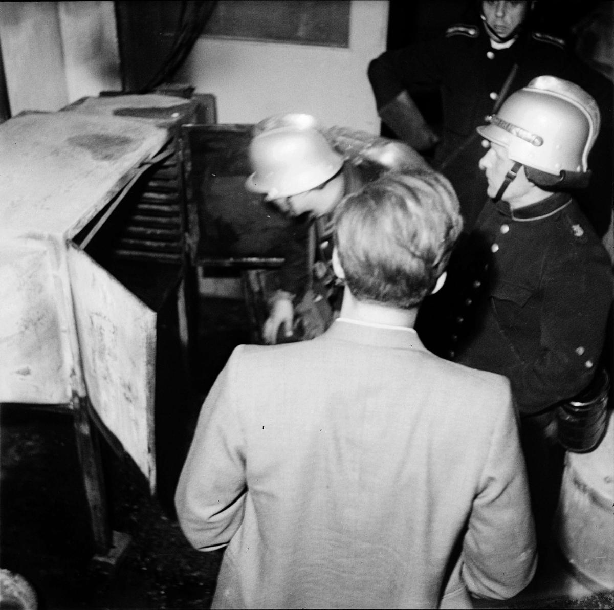 Eldsvåda - Gummilabbet, sannolikt Uppland augusti 1947