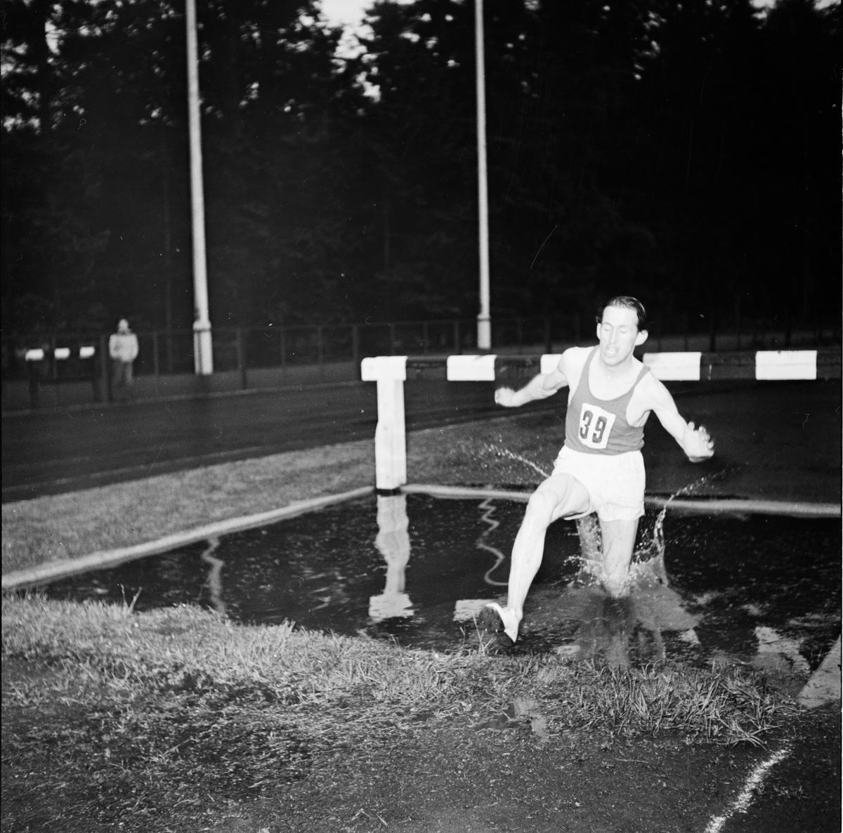 Friidrott, distriktsmästerskap, Studenternas Idrottsplats, Uppsala, 1952