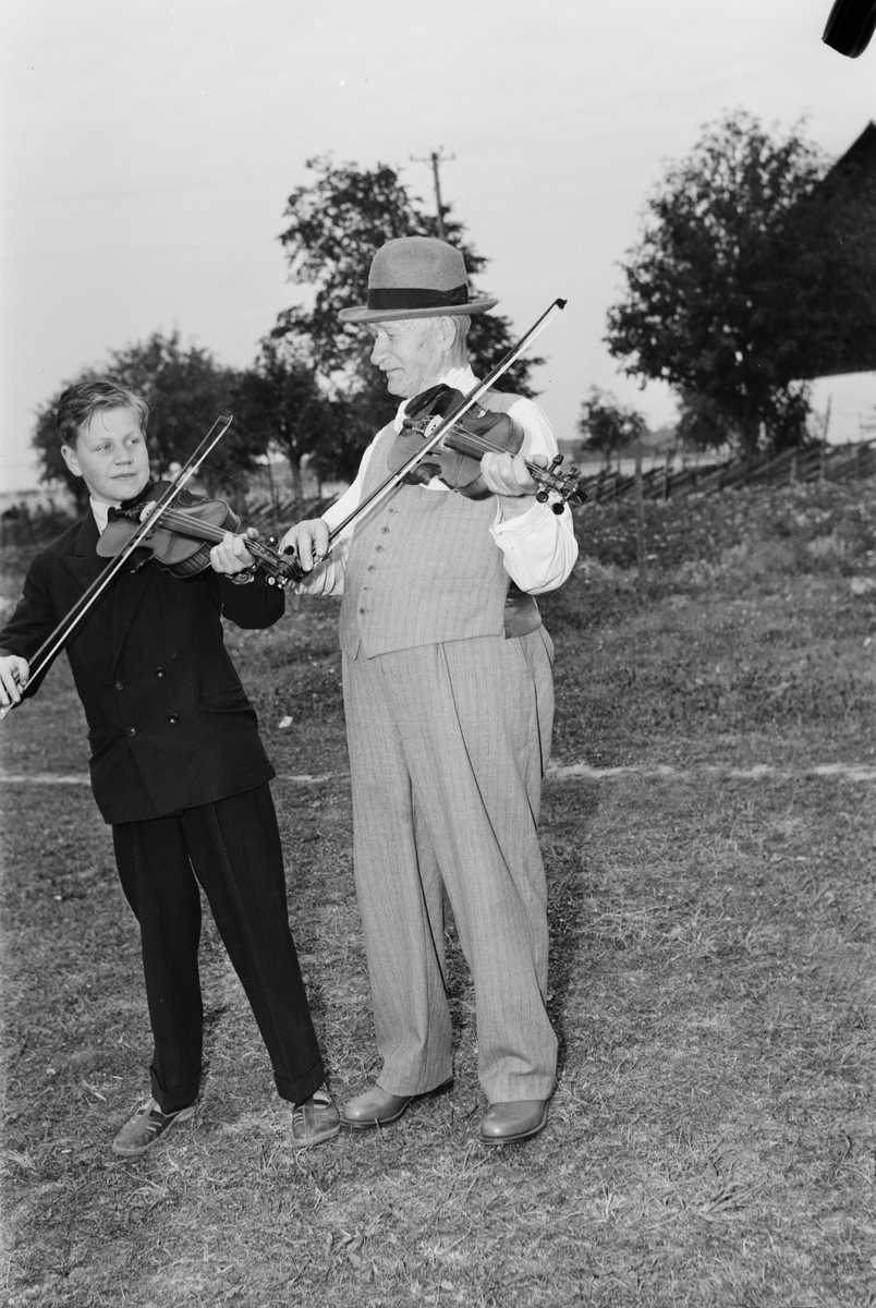 Spelmanstävling - gille på Disagården, Gamla Uppsala augusti 1950
