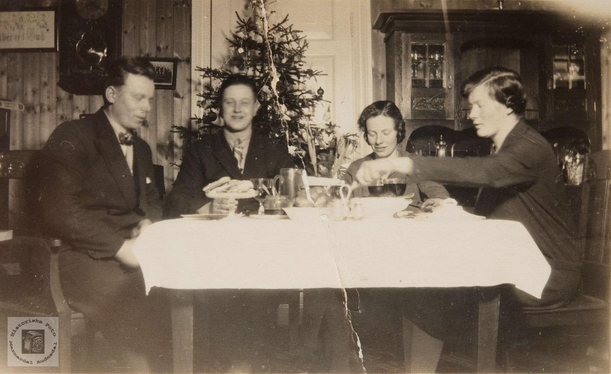 Juleselskap på Handelslaget med Gunnar og Guri Nepstad som gjester.
